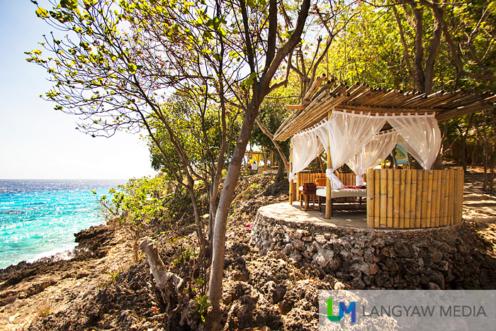 Well placed massage hut with great views of the sea