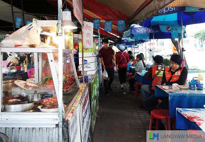 Street dining scene in Bangkok