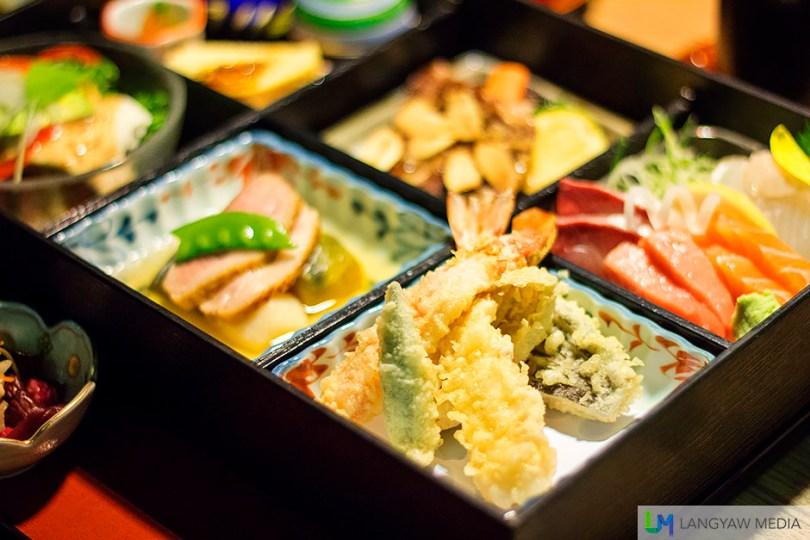 A serving of shrimp tempura