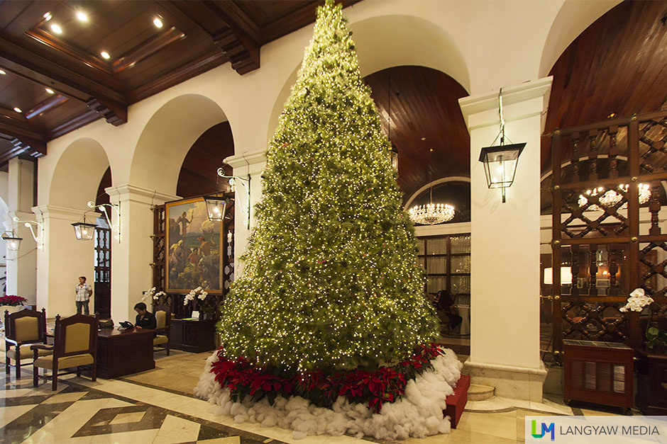 It's Christmas at the Manila Hotel and the lobby's luxuriously decked!