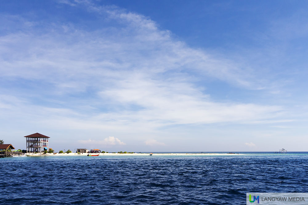 The white sand bar that is Pulau Kodingareng Keke with some structures
