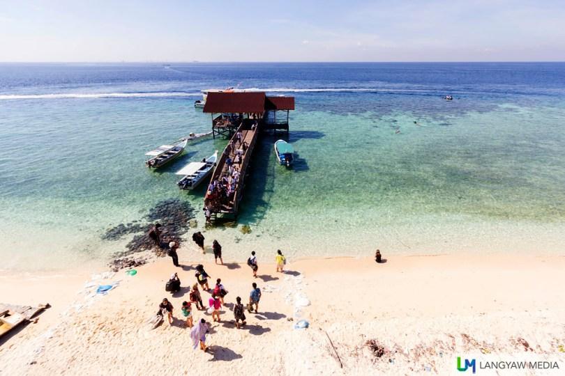 The wooden jetty at Pulau Kodingareng Keke