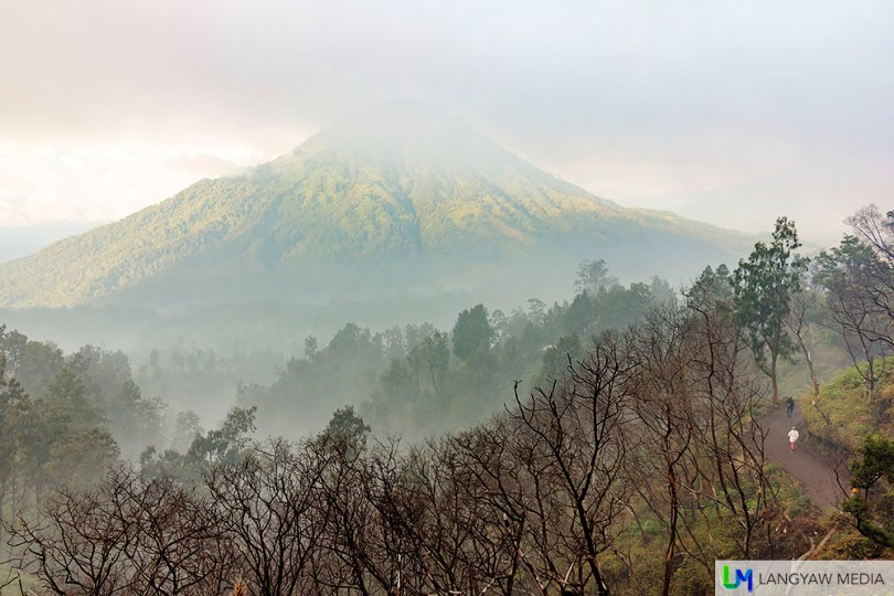 Another volcano, foggy morning, a stunning landscape. Can you find the hikers in the photos?