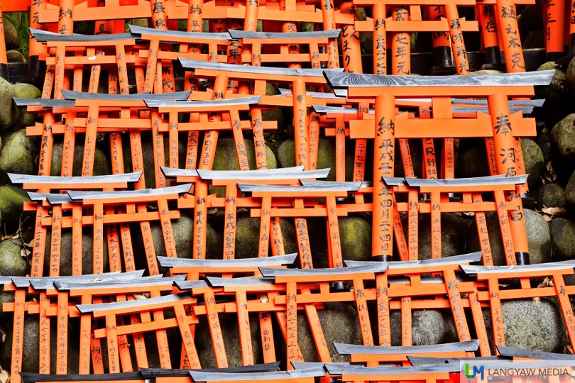 Small torii gates near the Okusha Hohaisho