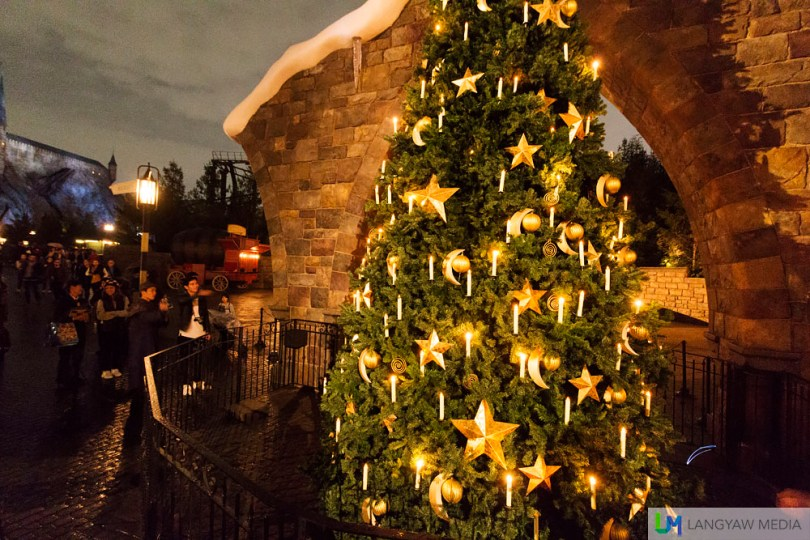 Cast Locomotor and Lomus spells at the Hogsmeade Village Christmas Tree. Don't worry, a wizard will guide you on how to use your wand and the strokes for those spells.