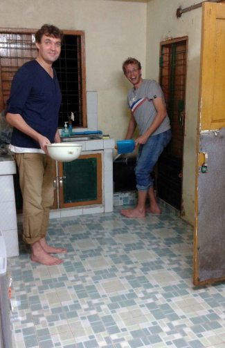 Cleaning a flood in my kitchen, with Maarten