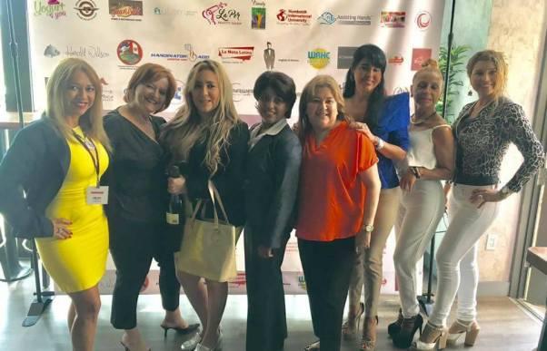 Leida Alvarez, Marisol Casola, Rosana Corcuera, Monica Galvarro y un grupo de amigas bolivianas