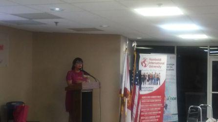 La doctora Viviana Fernadez, durante la presentacion de su ponencia