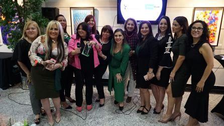 Mujer10 posando: Marisol Casola, Roxana Corcuera, Carmen Gallardo, Jessica Sotolongo, Marybel Torres, Alma Stevenson, Gabriela Torrente, Griselda Guerra, Rosana Cantillo, Bibiana Potestad , Lucre Sondo y Drelly Rios