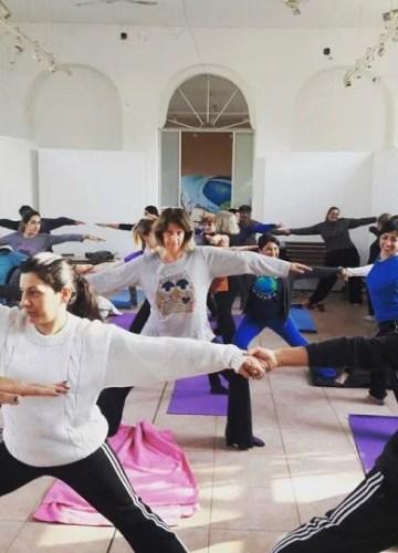 """""""Yoga terapéutico"""" para adultos mayores y personas con discapacidad motriz"""