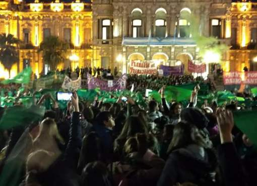 Ola verde: pañuelazo en distintos puntos del país