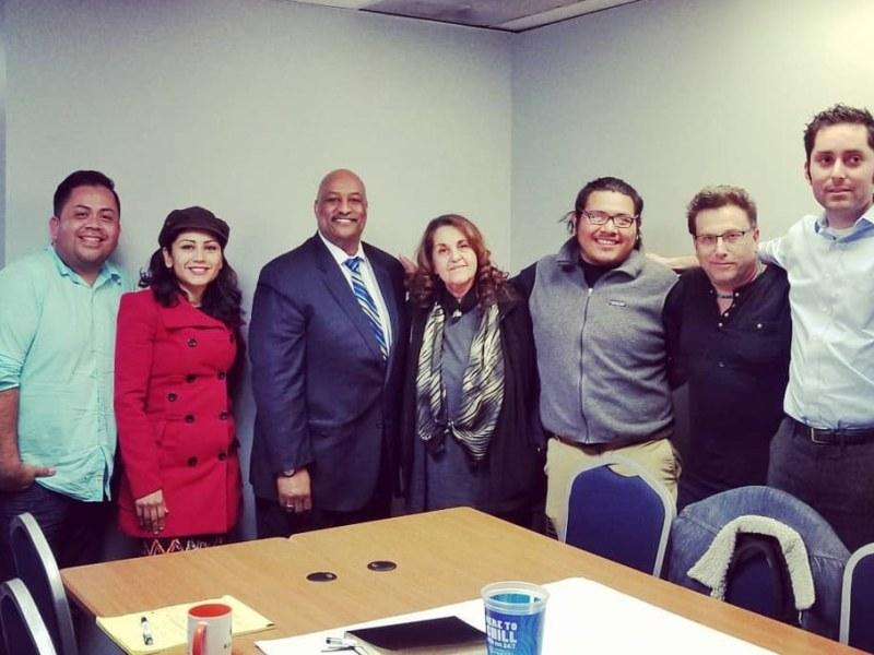 Latinos esperan que nuevo alguacil cumpla su promesa de no colaborar con Inmigración