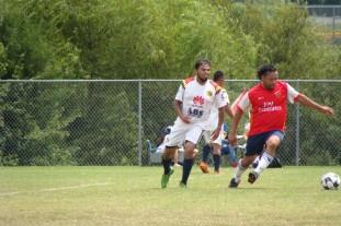 Foto de jugadores en la cancha, Pumas vs Morelia.