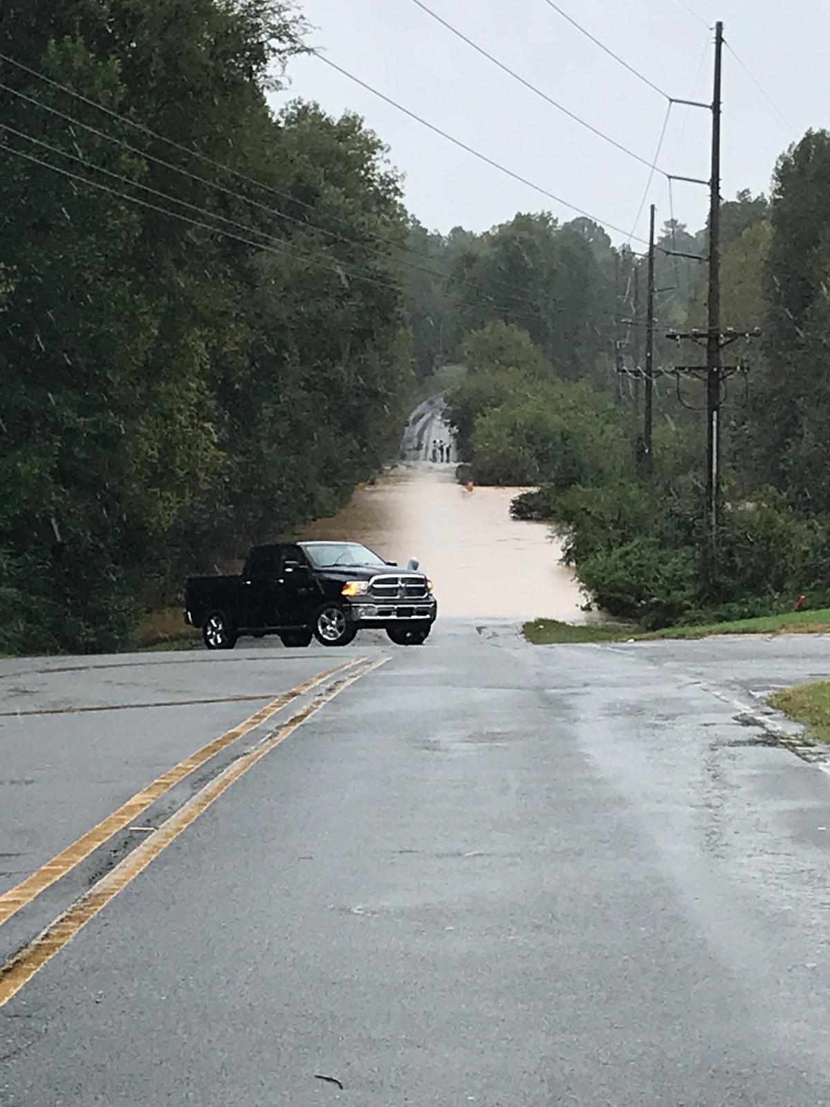 Las autoridades hicieron un llamado a la comunidad para que eviten conducir por zonas inundadas
