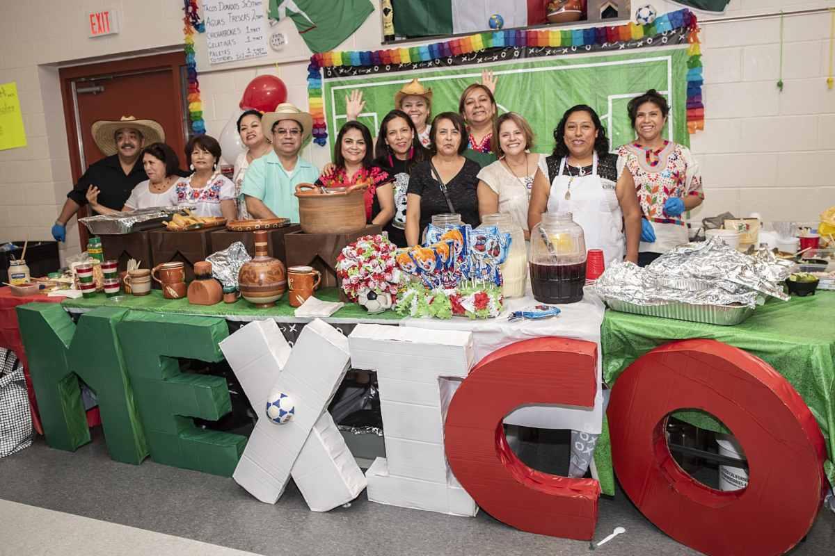 Foto de una mesa decorada al estilo mexicano