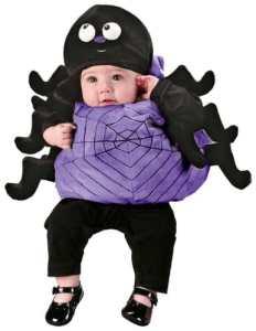 Un bebé vestido de araña