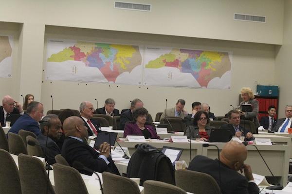 Legisladores estatales proponen retener a ciertos inmigrantes en las cárceles