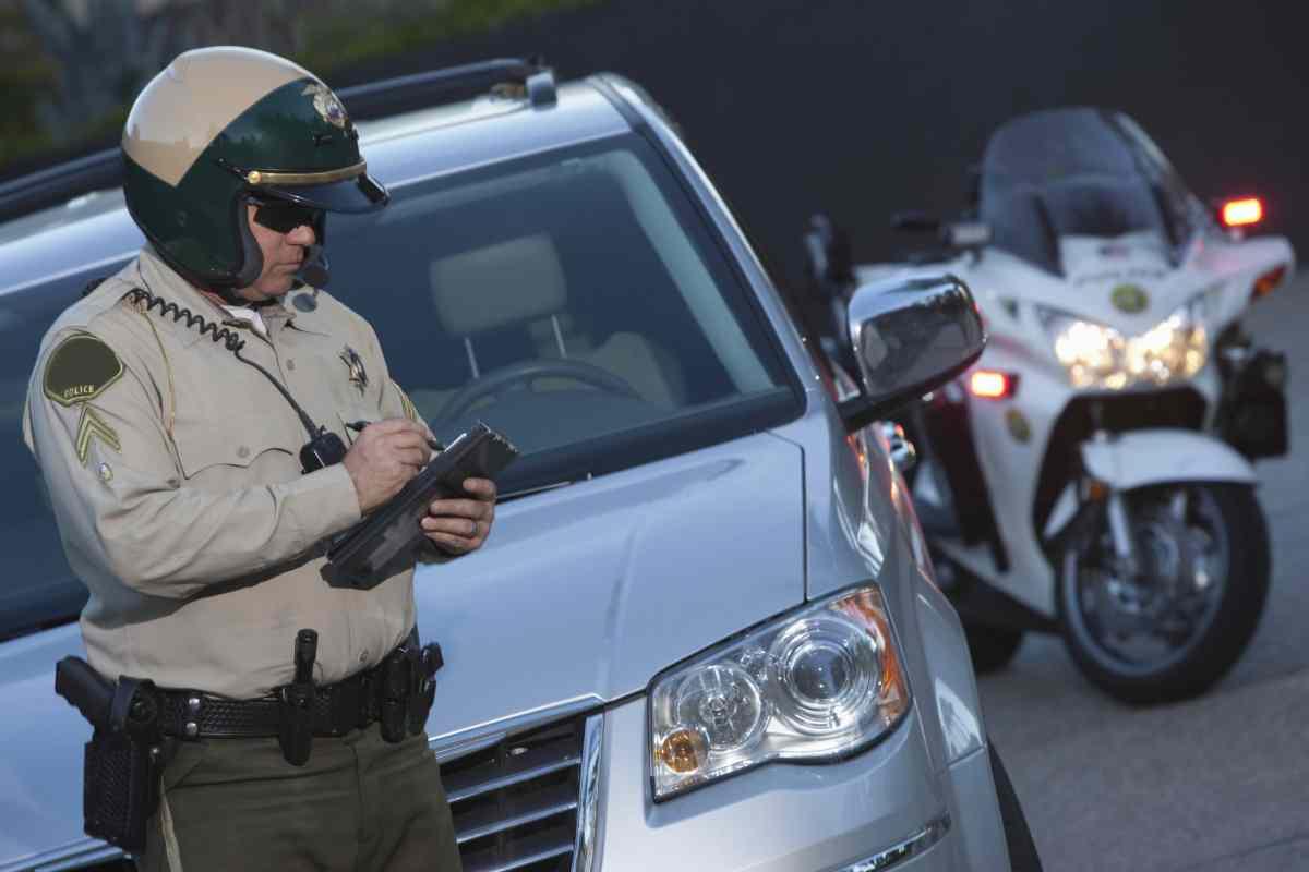 Principal causa de paradas policiales a conductores latinos es exceso de velocidad