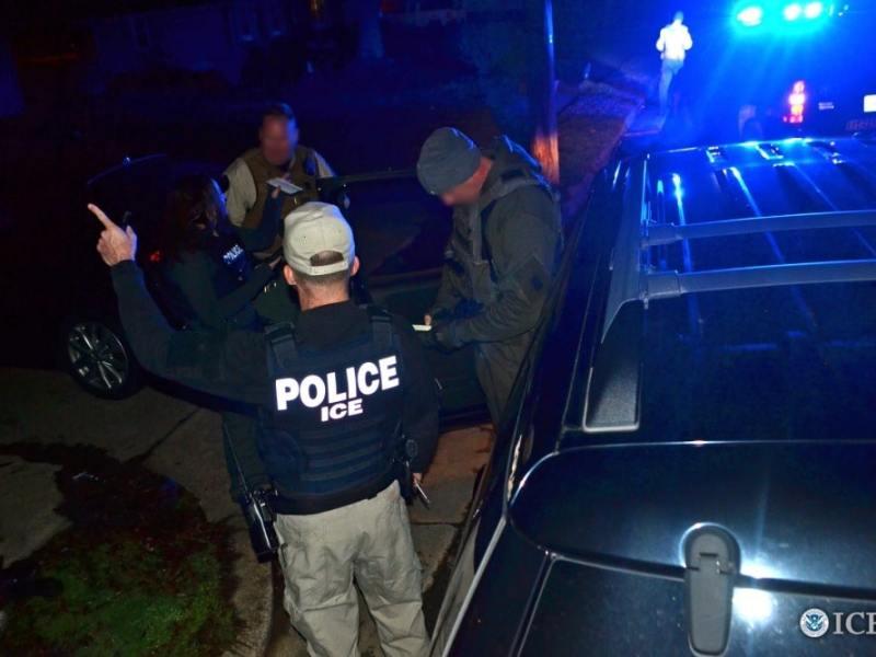 Redadas contra miles de familias inmigrantes comenzarían este domingo en 10 ciudades según fuentes de gobierno