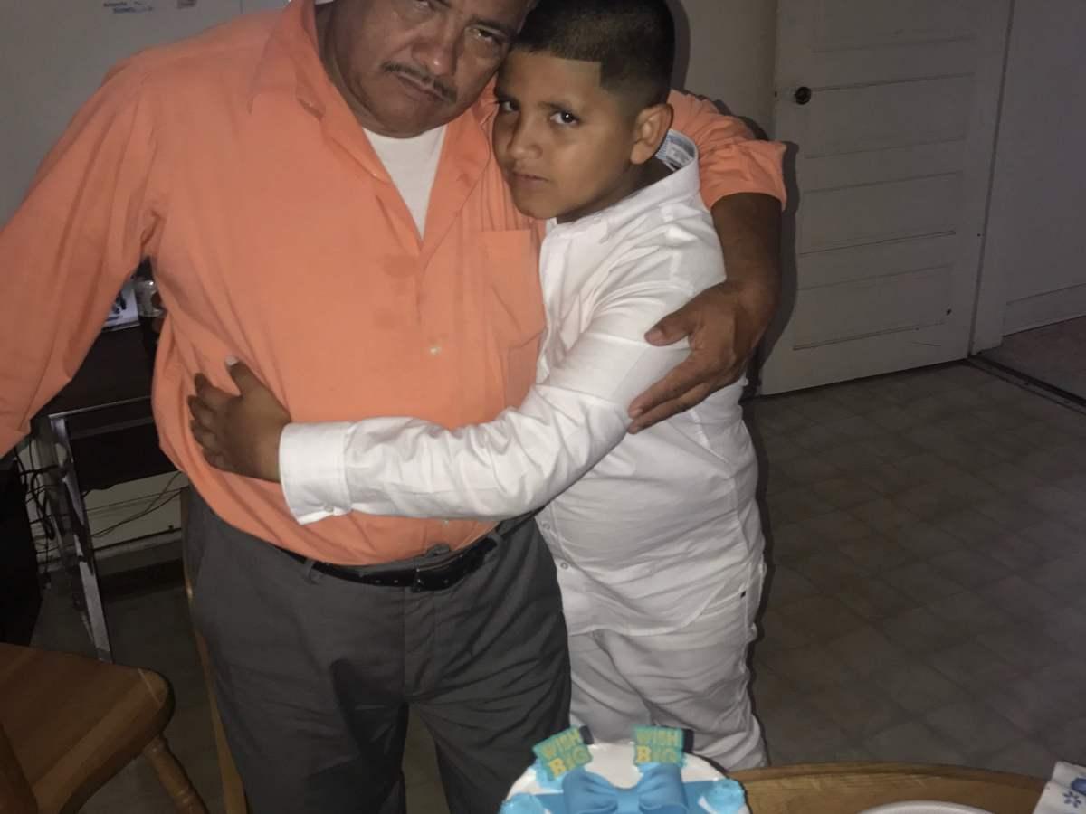 Pastor a punto de cumplir dos años recluido dentro de una iglesia para evitar su deportación