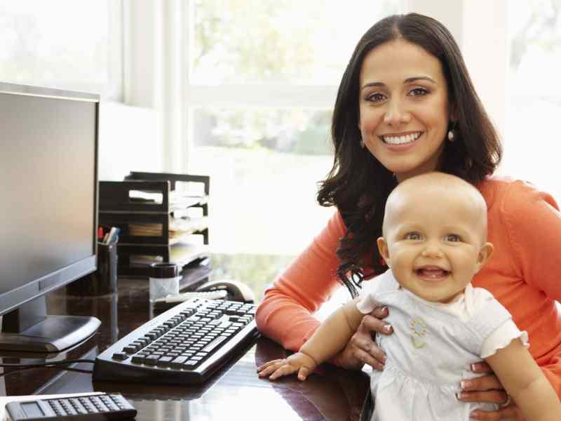 Las madres tienen derecho a trabajar y a dar de amamantar