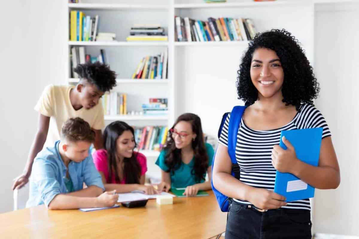 Ofrecen talleres informativos para estudiantes latinos de secundaria y sus familias