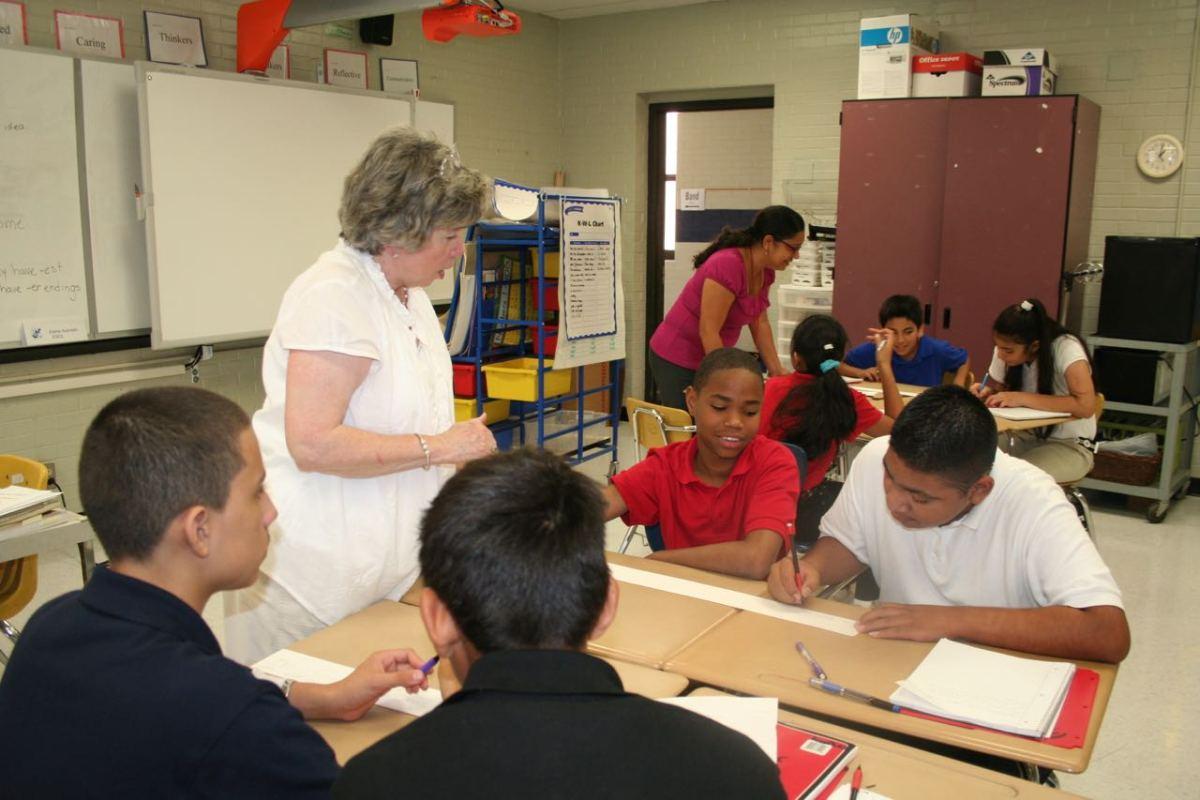 Unos 148,000 estudiantes comenzaron el año escolar en CMS