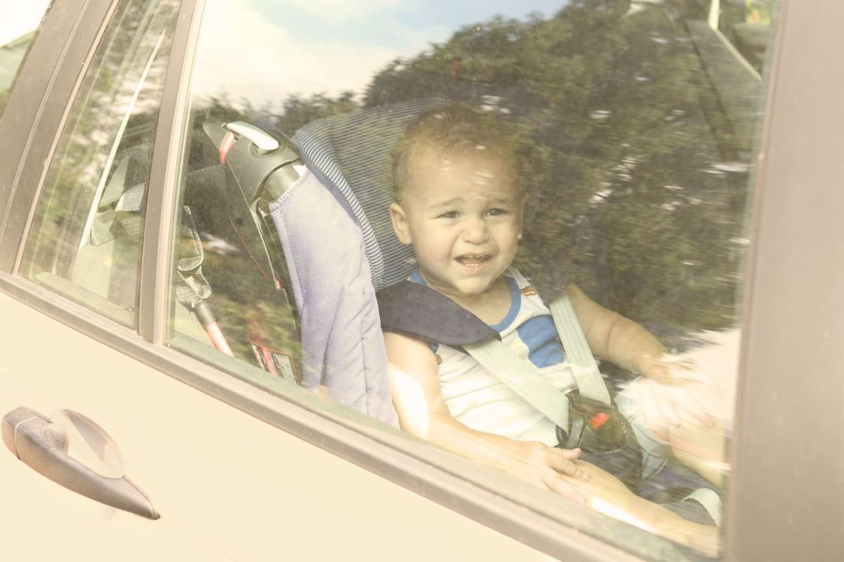 Fabricantes de autos acuerdan agregar alarmas para prevenir muertes infantiles por insolación