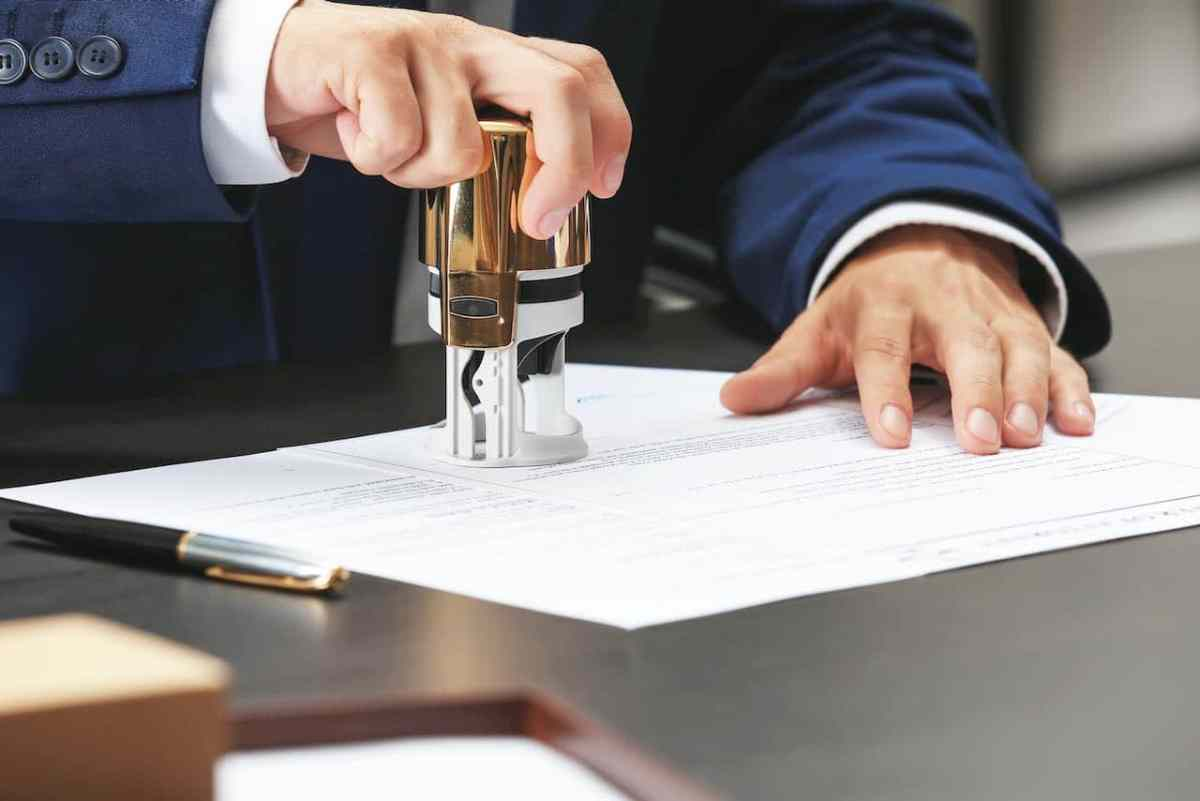 Los notarios no proporcionan ayuda en asuntos de inmigración