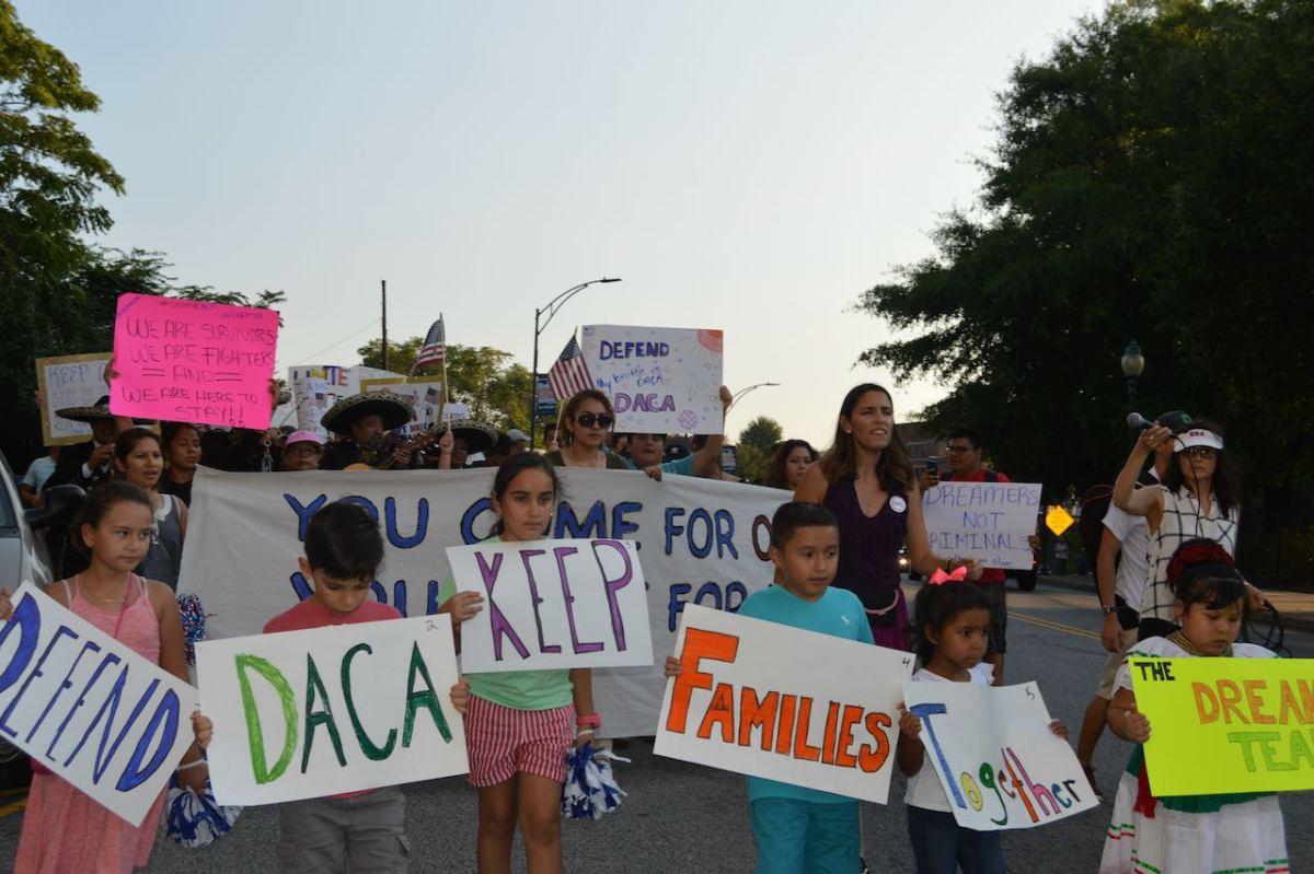 Fundación para las Carolinas seguirá facilitando financiamiento de grupos pro y antiinmigrantes