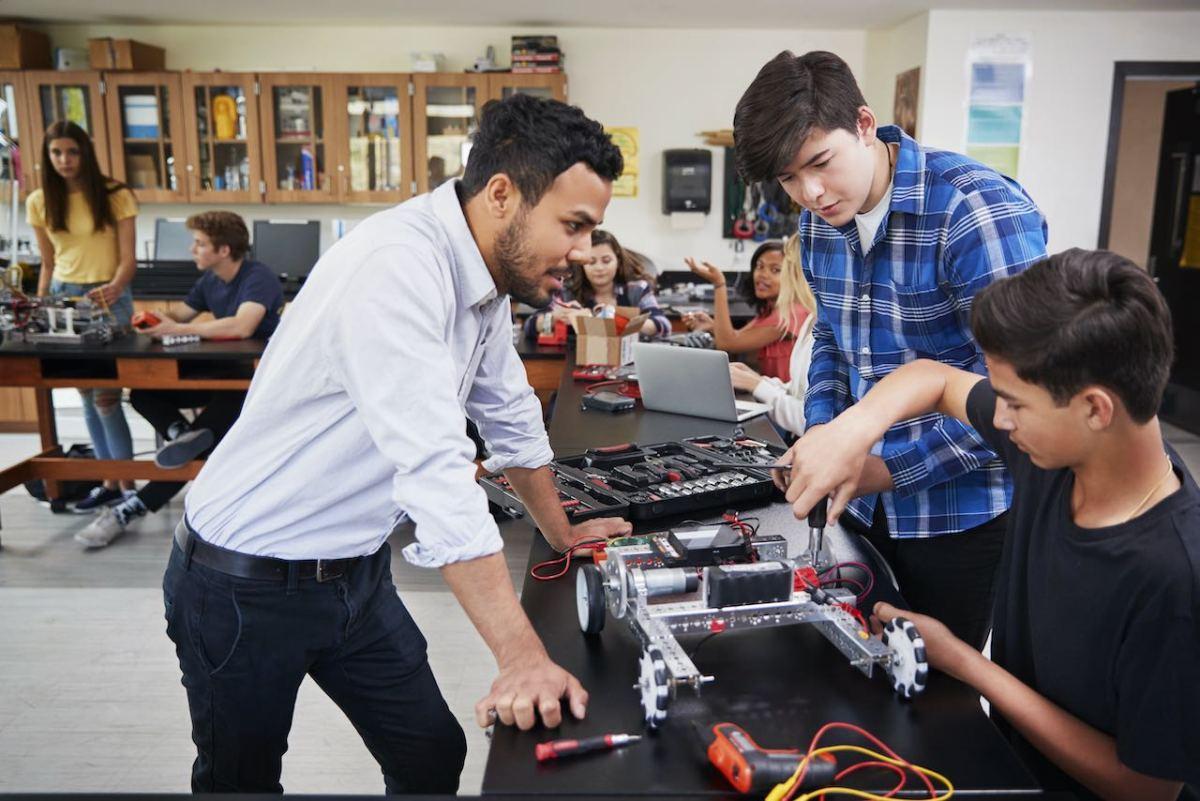 Secundaria de Guilford nombrada entre las mejores en educación en ciencias del país