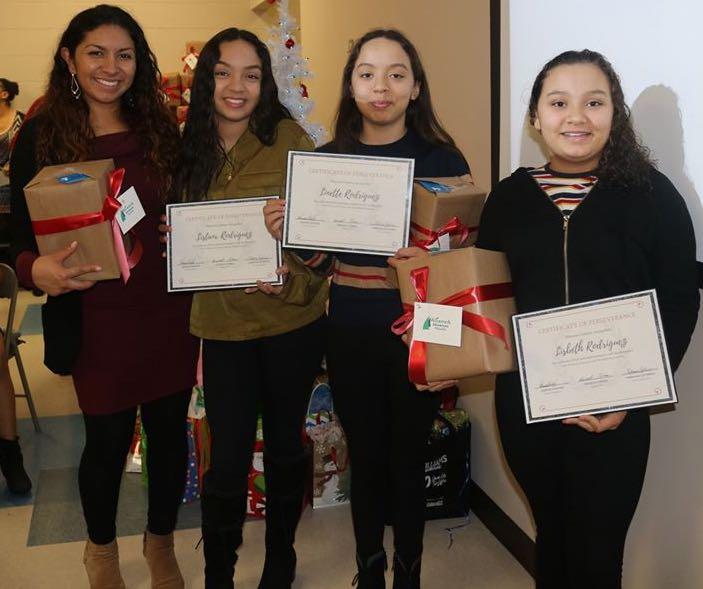 Premian liderazgo de jóvenes latinos en la prevención del uso de drogas