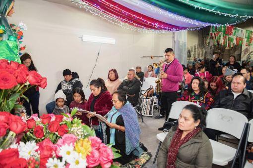 Transforman taller automotriz en capilla por la celebración a la Virgen de Guadalupe