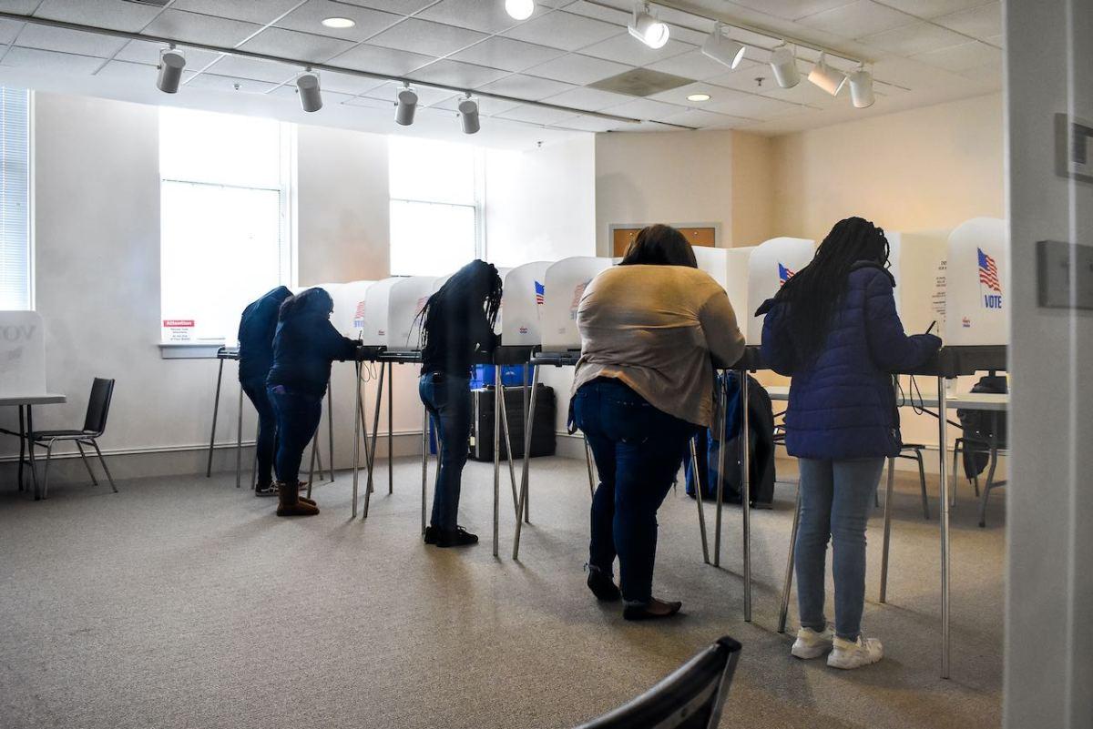Un 60% de los estudiantes de Guilford que pueden votar en noviembre ya están inscritos