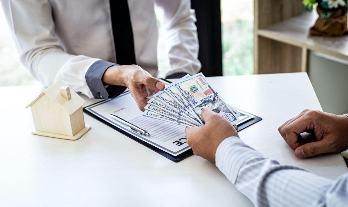 Esperan bajas tasas de interés para préstamos e hipotecas