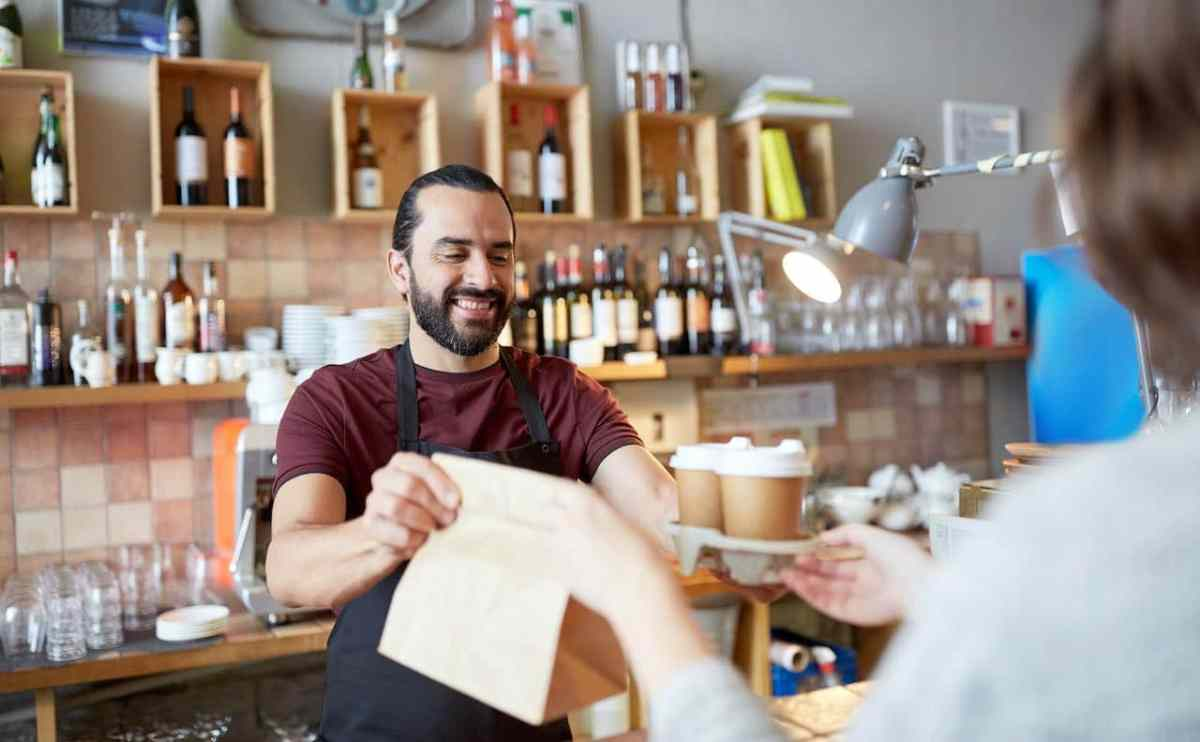 Emiten orden ejecutiva que busca cerrar restaurantes y bares
