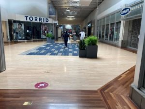 Centros comerciales abren sus puertas en el área de Charlotte