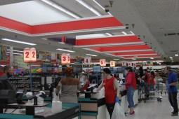 Supermercado toma medidas restrictivas contra COVID-19