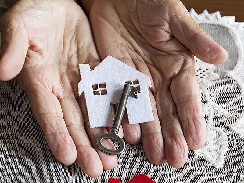 Es ilegal ceder cheques del gobierno a hogares de ancianos