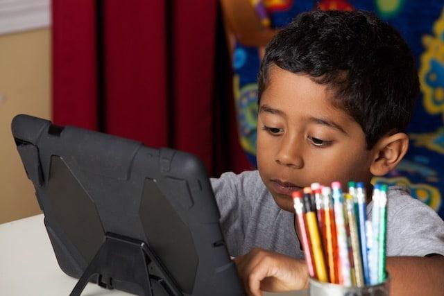 Escuelas de Henderson reciben fondos para aprendizaje