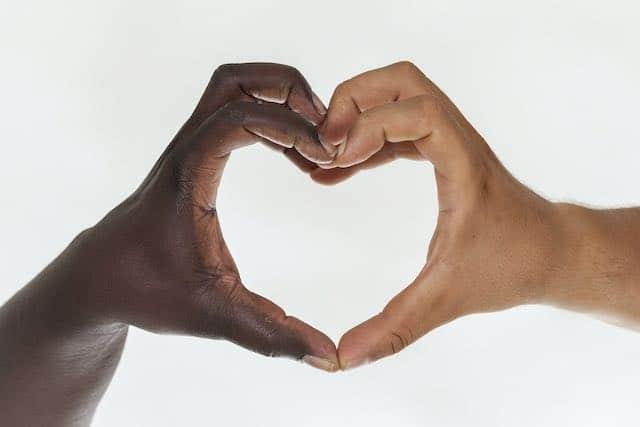 Cómo usted puede contribuir a combatir el racismo
