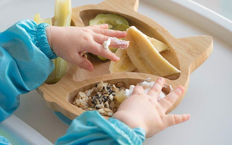Cuando y como comenzar la alimentación sólida en los bebés