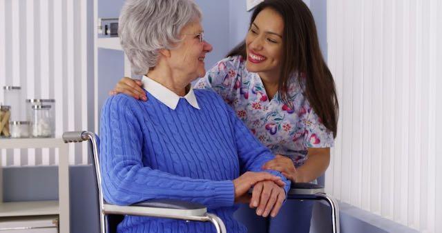 Sube número de cuidadores latinos que enfrentan problemas económicos