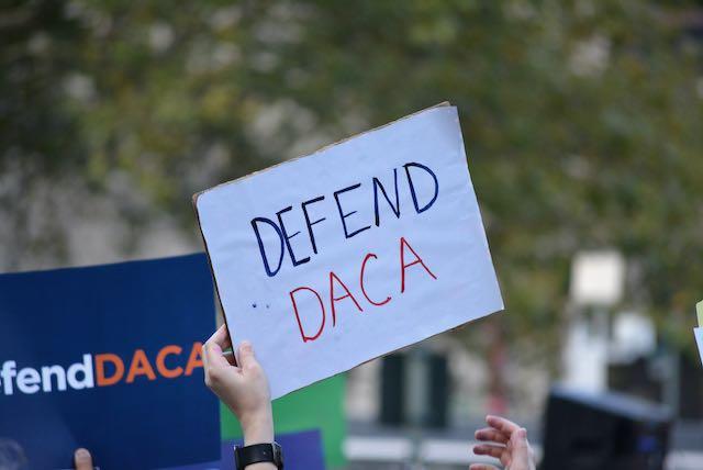 Estudiantes universitarios reaccionan a la decisión de DACA