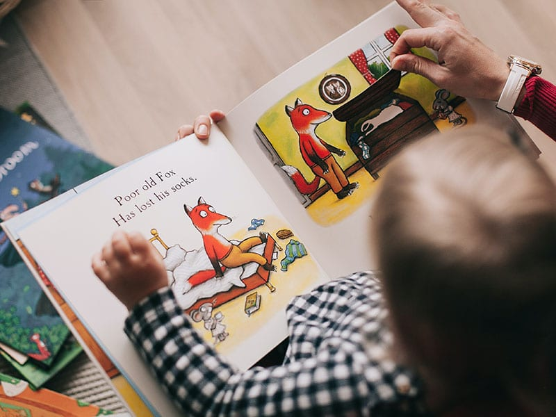 Leer en dos idiomas base para aprendizaje bilingüe