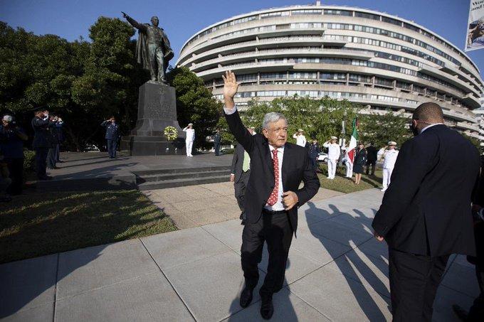 AMLO visita monumento de Lincoln y estatua de Juárez