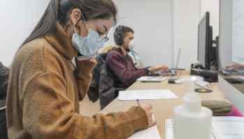 Estados Unidos retirará visas a estudiantes si las clases se hacen solamente en línea