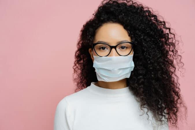 Nuevo sitio web en español ayuda verificar los sintomas de COVID-19