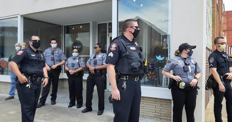 Restricciones a protestas crean controversia sobre prácticas policiales en Elon University
