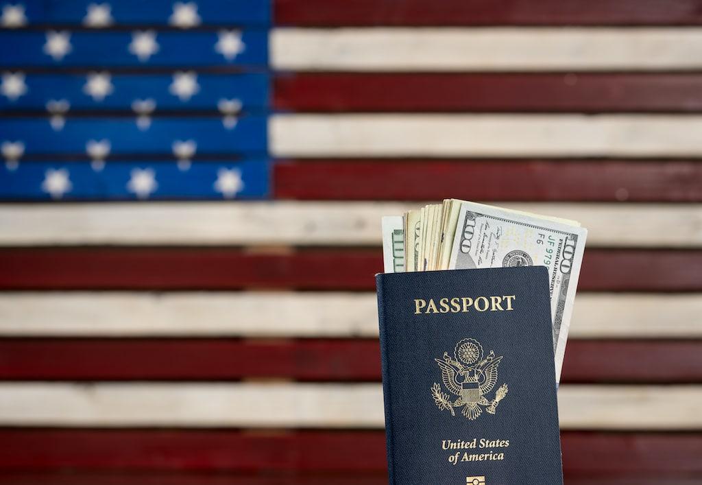 Sube 81 % precios de solicitud de ciudadanía y otros trámites migratorios